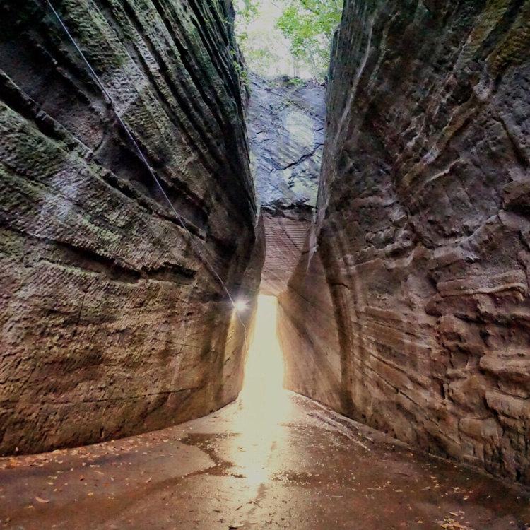 燈篭坂大師の切り通しトンネル