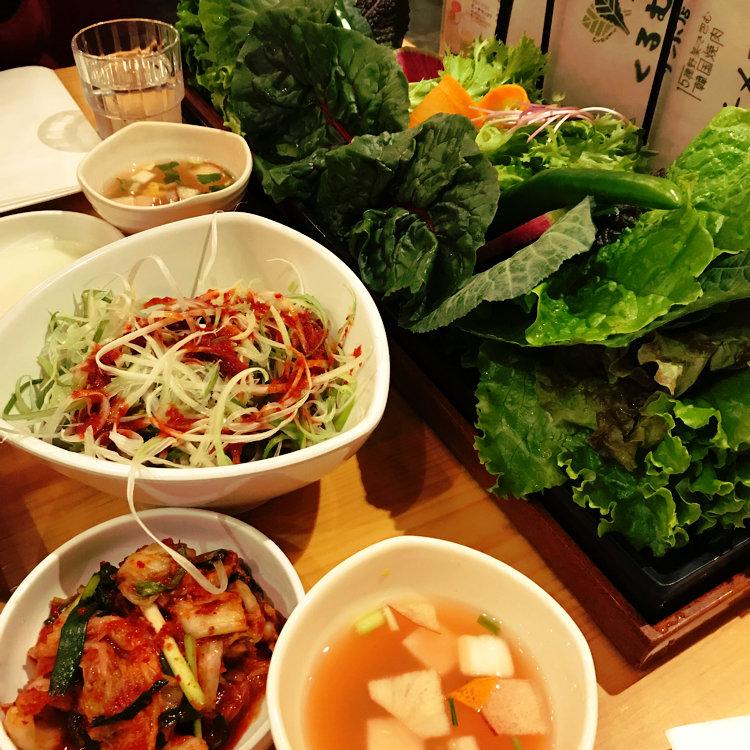 15種野菜で包む韓国焼肉 くるむ