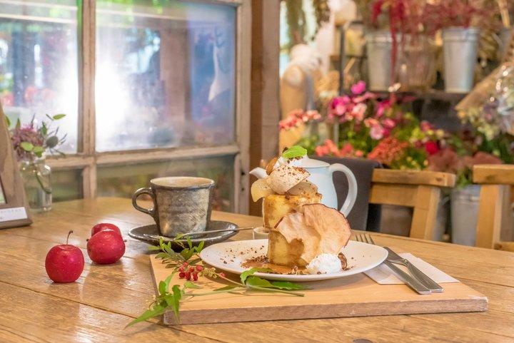 花に囲まれて暮らす幸せを味わえるカフェ&ショップ「VERT DE GRIS」