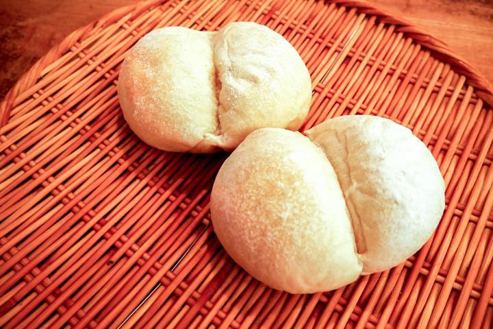 ふんわりやわらか。赤ちゃんのおしりみたいな白パン