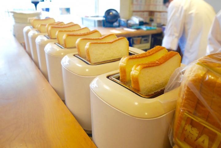 ずらりと並ぶトースター。パンの焼ける香りにワクワク