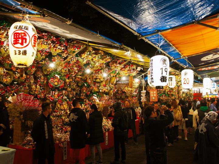 開運招福の熊手が彩る「花園神社の酉の市」へ|ことりっぷ