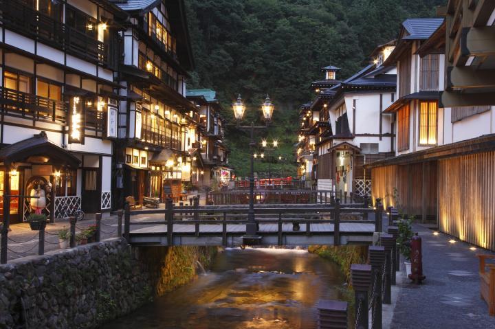 初夏の山形へ。ハイカラさん気分で「銀山温泉」さんぽ&東根
